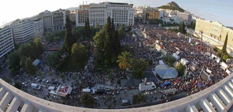 Demonstrators gather in front of the Greek parliament building in Syntagma Square in Athens to attend an anti-Austerity rally, Greece, July 3, 2015. REUTERS/Jean-Paul Pelissier